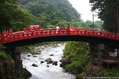 Giappone-Nikko-Ponte-Shinkyo-sul-fiume-Daiya