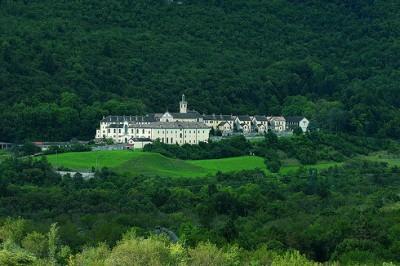 La Certosa di Vedana nel suo contesto panoramico