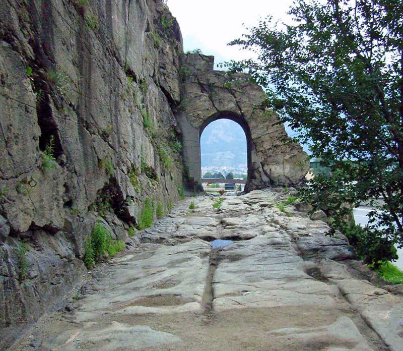 Arco di Donnas