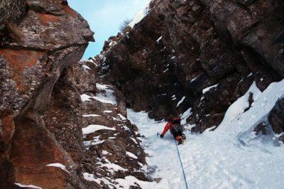 Ice climbing a Cogne