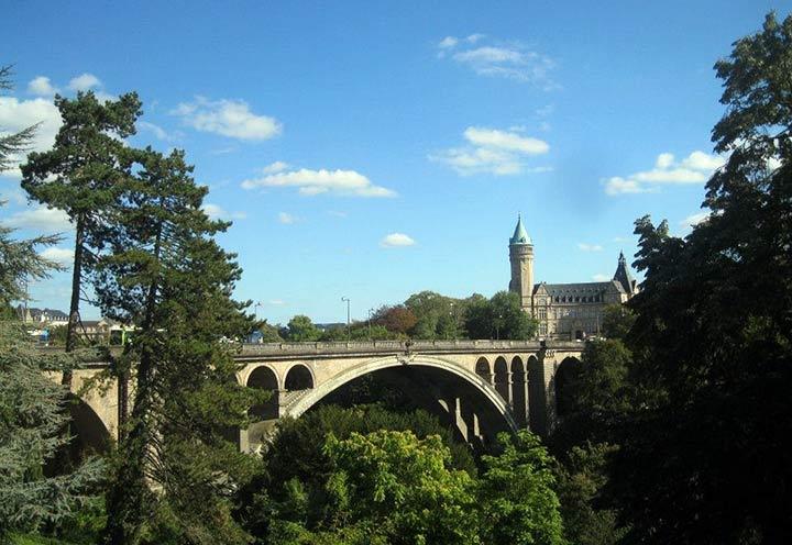 Ponte Adolfo, Lussemburgo in bicicletta