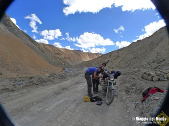 India: Ladakh, in moto sul tetto del mondo