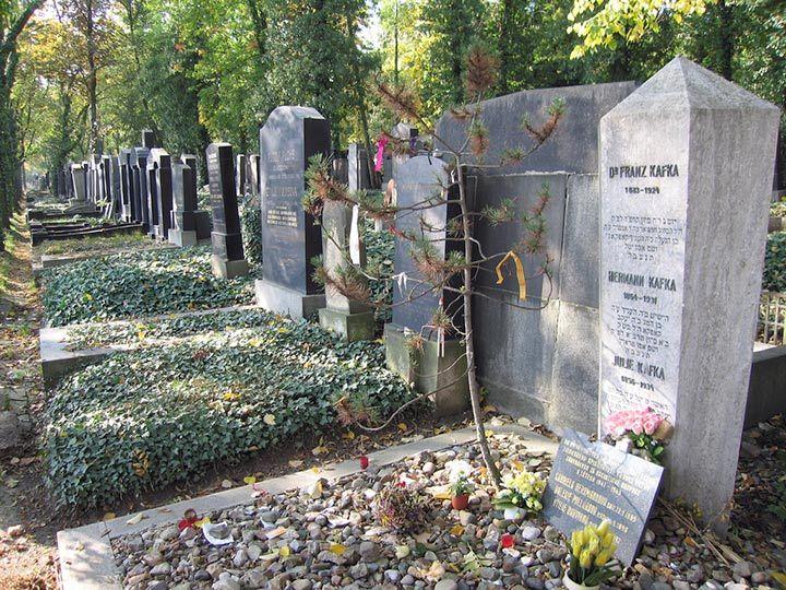 Tomba di Franz Kafka al Nuovo Cimitero Ebraico.