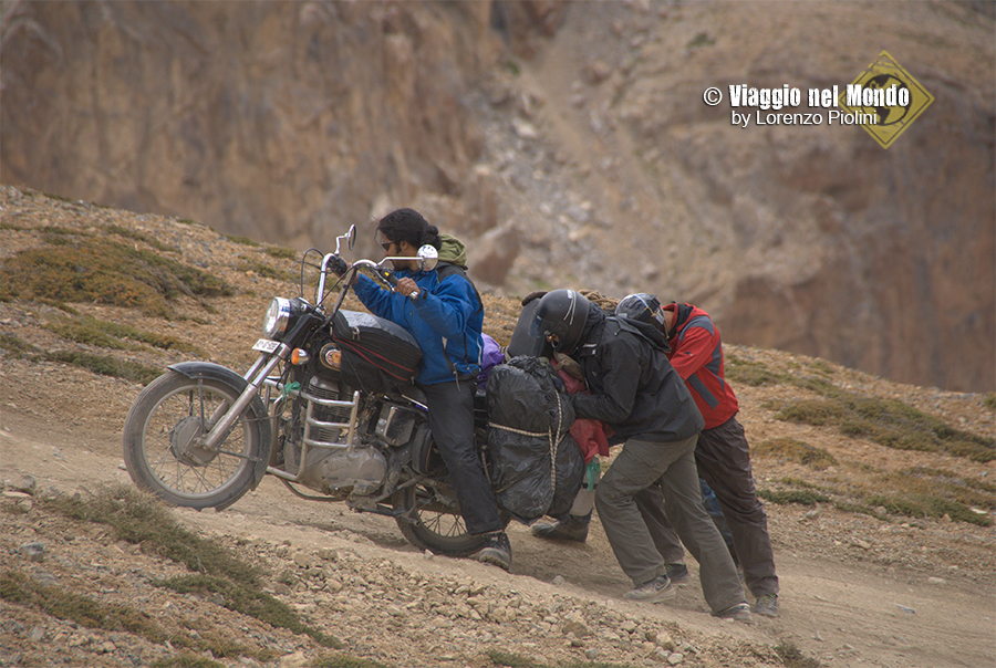 hard road manali-leh