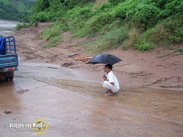 Al confine tra Vietnam e Laos