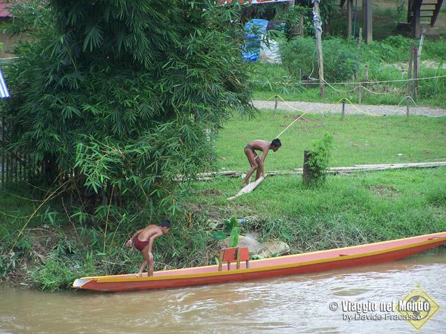 Vang Vien, Laos
