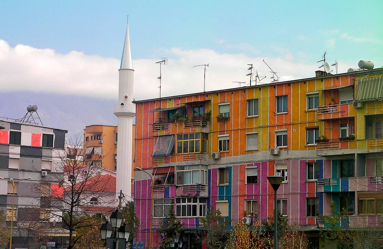 Tirana, case colorate