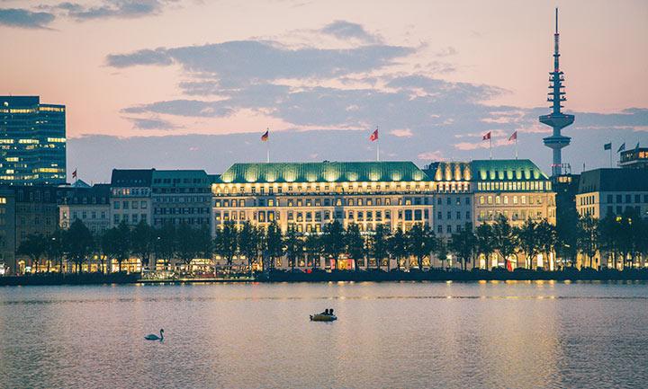 Amburgo, tramonto sull'Alster