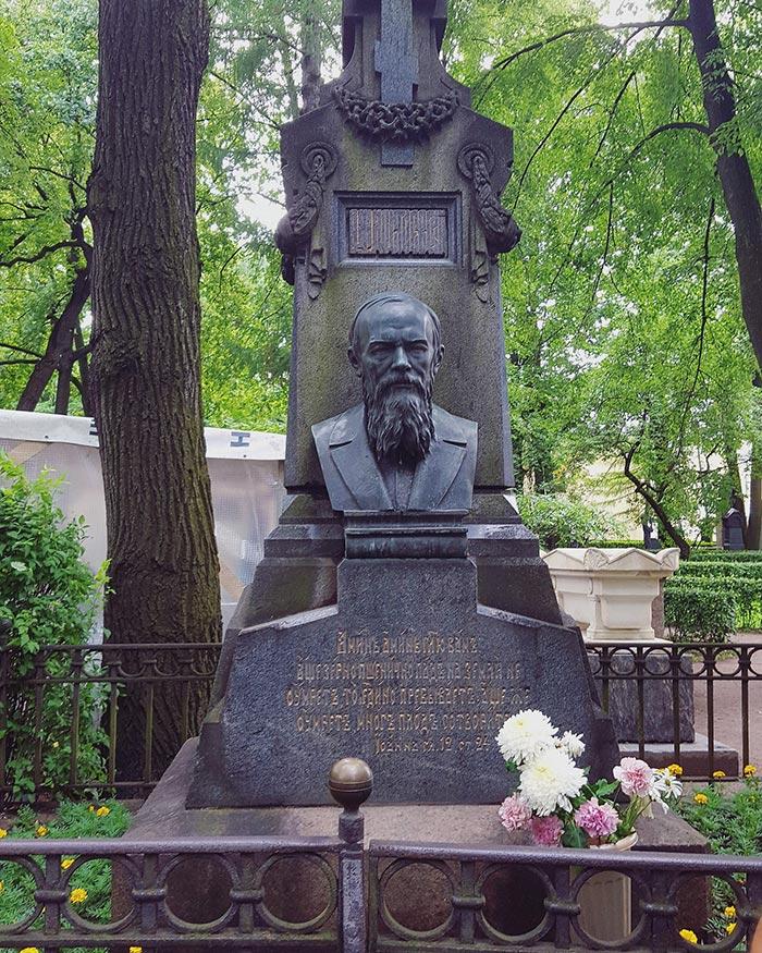 Fëdor Michajlovič Dostoevskij, Cimitero Tichvin, San Pietroburgo