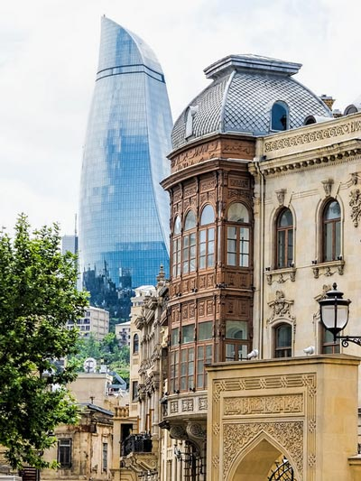 Baku nuova e vecchia