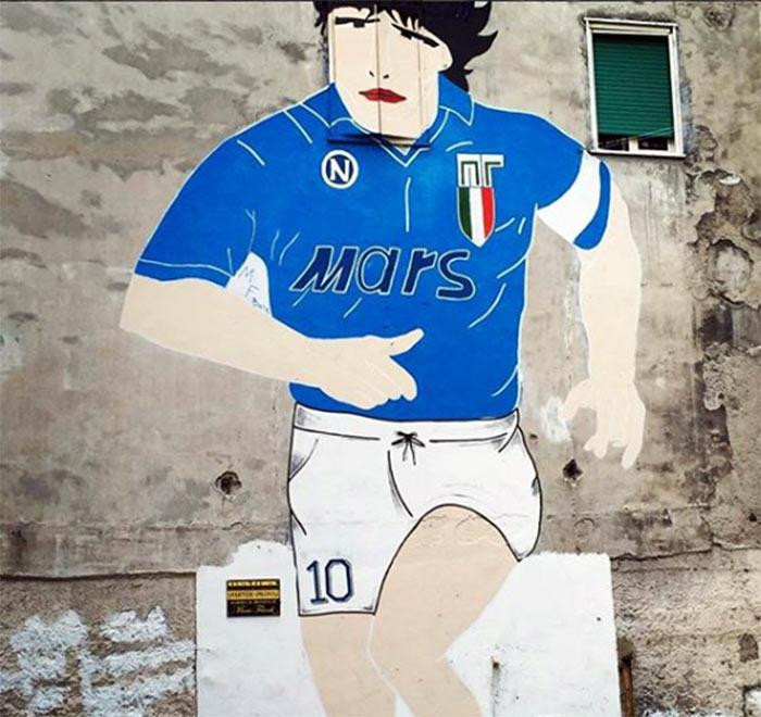 Napoli, murale Maradona nei Quartieri Spagnoli